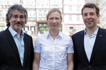 Vertragsunterzeichnung in Butzbach mit (v.l.) Walter Strasheim-Weitz, Christina Pöttner (beide hnGeno) und Matthias von Tettau (DIH)